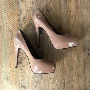 Steve Madden Nude or Tan Pumps